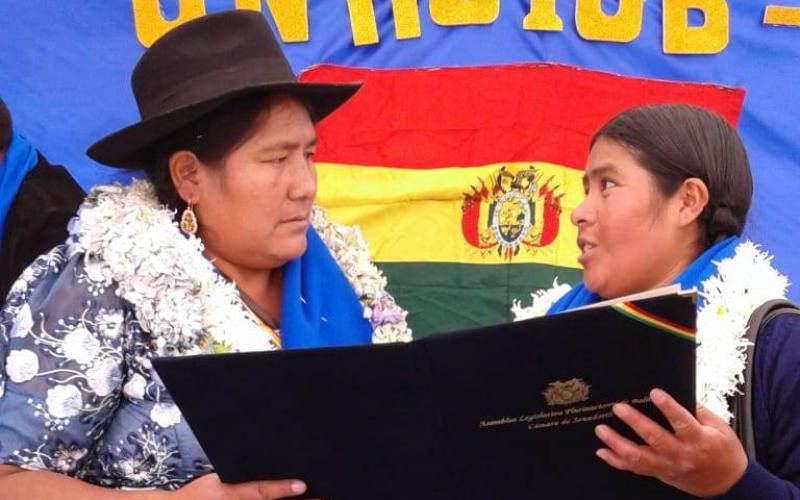 """Entregan Declaración Camaral a la Confederación de Mujeres Indígenas """"Bartolina Sisa"""""""